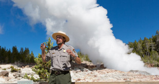 Park_Ranger_and_Steamboat_Geyser_in_steam_phase_Sept_4_2014