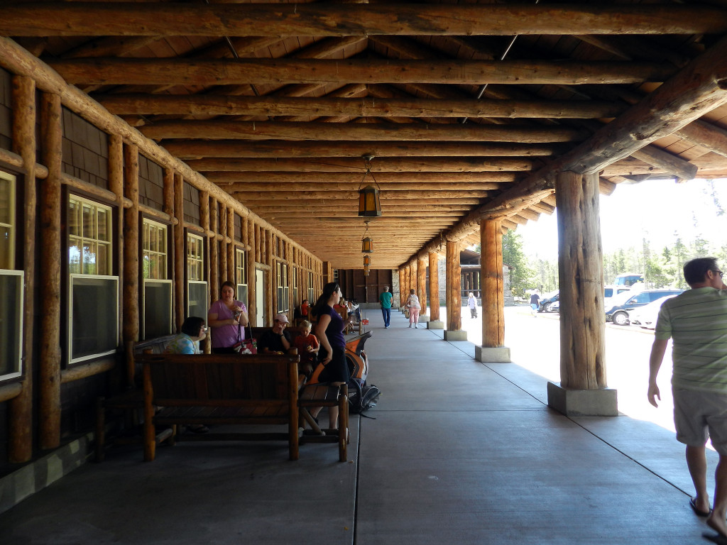 Old_Faithful_Lodge_Porch