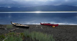 kayaks_yellowstone_lake